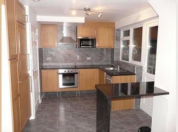 Modern end terrace house near Hatfield Train Station & Town...