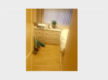 EasyRoommate UK - Superb double room available - Denton (M34), Hyde - £380 pcm