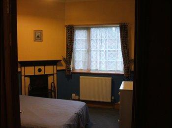 EasyRoommate UK -   Ensuite shower double room (Furnished) - Aldershot, Hart and Rushmoor - £100 pcm