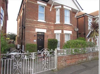 2 Dbl rooms av from mid May-(Or whole flat option)