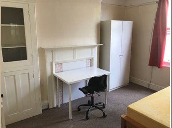 EasyRoommate UK - Student House - Mutley, Plymouth - £300 pcm