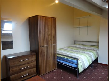EasyRoommate UK - Student Only, 2 room left  £60 & £55 bills included - Huddersfield, Kirklees - £240 pcm