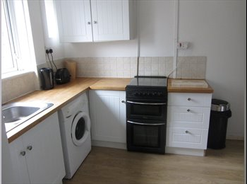 EasyRoommate UK - Comfortable and quiet furnished room - Southmead, Bristol - £355 pcm