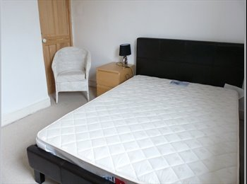 EasyRoommate UK - Double room close to town centre - St Johns Green, Colchester - £390 pcm