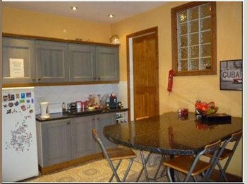 1 mile from Leeds City Centre -  Bills included