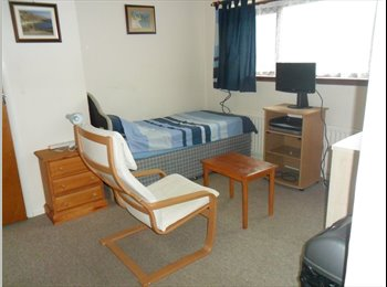 EasyRoommate UK - Spacious Bed/Sitting Room, Hightown - £375 pcm