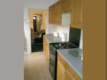 EasyRoommate UK - 4 rooms available in this 4 bed student house - Stoke, Coventry - £320 pcm
