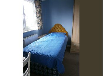 EasyRoommate UK - Single room to let close to Airport - Northbourne, Bournemouth - £330 pcm