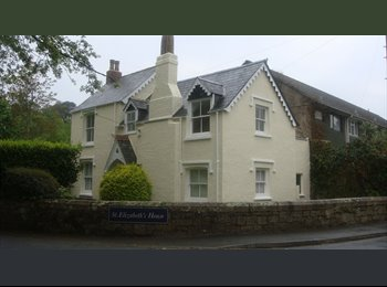 EasyRoommate UK - Cottage - Lovely Village Setting in Own Grounds - Plympton, Plymouth - £395 pcm