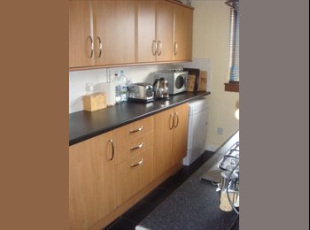 EasyRoommate UK - >>>TWO DOUBLE BEDROOMS AVAILABLE<<<, Glasgow - £300 pcm