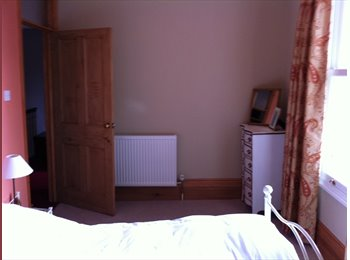 EasyRoommate UK - Smart double on-suite room. Easy access London - Alton, East Hampshire and Havant - £400 pcm