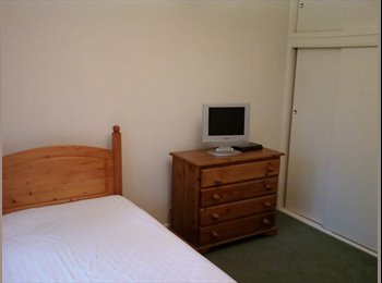 Lovely, light and airy room in a quiet cul de sac