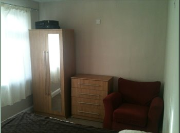 EasyRoommate UK - Recently Refurbished Double Room for (FEMALE ONLY) - Feltham, London - £420 pcm