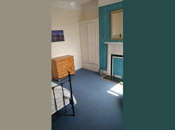 EasyRoommate UK - Massive house, very cosy and friendly - Abington, Northampton - £400 pcm