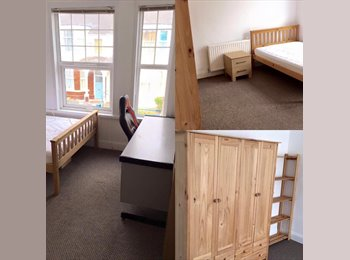 EasyRoommate UK - Large room to suit professional, Home Park - £350 pcm