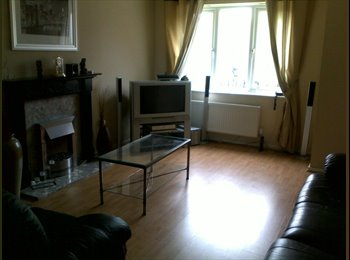 EasyRoommate UK - Double room detached house near Manchester Centre - Manchester City Centre, Manchester - £400 pcm