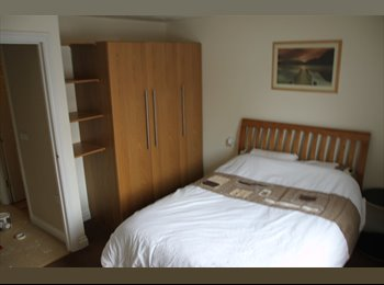 EasyRoommate UK - Spacious Double Room with Private Bathroom - Taunton, South Somerset - £389 pcm