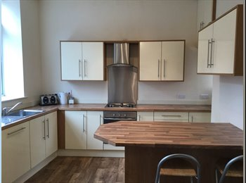 EasyRoommate UK - Dbl  rms in renovated city centre hse 360 -380all incl, Preston - £360 pcm