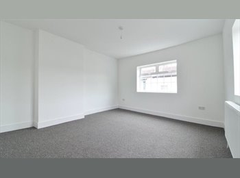 EasyRoommate UK - QUIET HOUSE, LARGE BEDROOM central Southsea, Portsmouth - £450 pcm