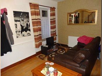 EasyRoommate UK - 1 BEDROOM HOUSE ON BANKFIELD ROAD - Huddersfield, Kirklees - £540 pcm