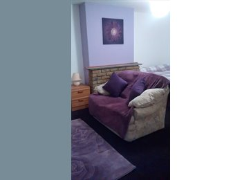 EasyRoommate UK - Large Furnished Room/ Bedsit in Shared House - Bicester, Bicester - £400 pcm