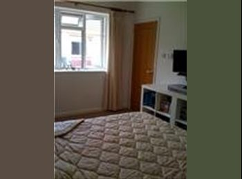 EasyRoommate UK - Large double room in family house in Bath, Bath and NE Somerset - £500 pcm