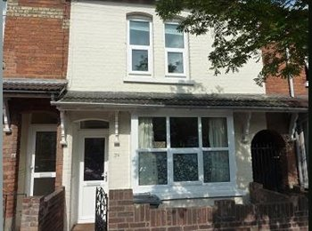 EasyRoommate UK - Room available in clean, friendly house, Bedford - £425 pcm