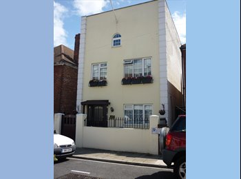 EasyRoommate UK - 1 double Rooms in large detached house - Southsea, Portsmouth - £500 pcm