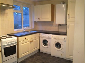 EasyRoommate UK - Hilsea  2 single rooms in a spacious house - Cosham, Portsmouth - £320 pcm