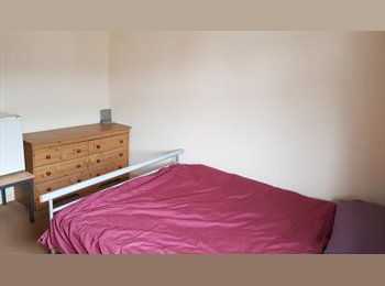 EasyRoommate UK - Double room available soon nr Stafford town centre - Stafford, Stafford - £282 pcm