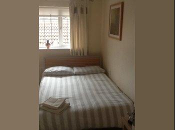 Mon-Fri room with en-suite shower, Broadband & TV