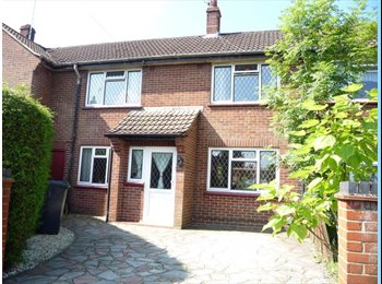 EasyRoommate UK - Double room to let, Camberley - £500 pcm