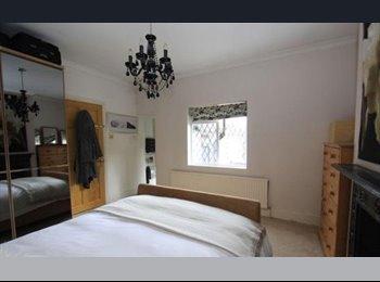 En-suite double in prime location in the Buzzard!