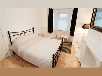 EasyRoommate UK - Bright Room in Clean Friendly House, Reading - £450 pcm