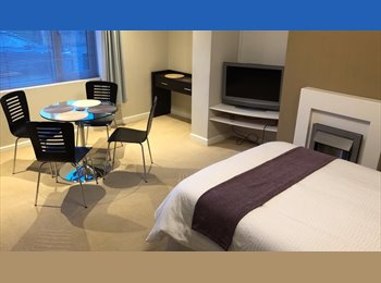 PROFESSIONAL HOUSE SHARE - LUTON AIRPORT