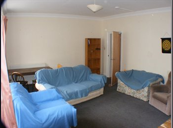 EasyRoommate UK - Great sized furnished double room to let, Eastbourne - £360 pcm