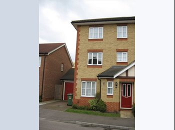 EasyRoommate UK - Double room to let in Maidstone for professional - Tovil, Maidstone - £500 pcm
