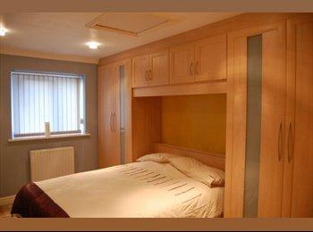 EasyRoommate UK - **DOUBLE EN-SUITE ROOM FULWOOD PRESTON MUST SEE** - Fulwood, Preston - £400 pcm