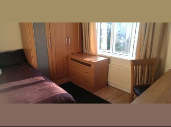 Huge, bright double room in a quiet shared house for...