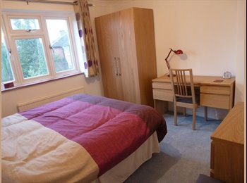Double Room Available in Tring ( Mon - Fri )