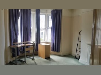 Large Room in Greenbank Houseshare