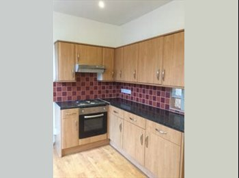 1 Double bedroom available  in Large Refurbished House