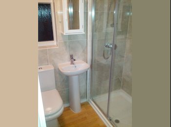 EasyRoommate UK - Lovely Bedroom with en-suite single occupant only - East Ham, London - £650 pcm