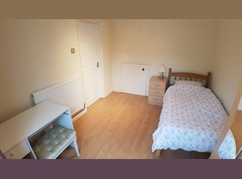 EasyRoommate UK - Double and Single rooms in shared Chesterfield House , Chesterfield - £460 pcm
