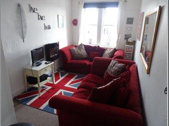 EasyRoommate UK - Lovely fully furnished king size room - Bitterne, Southampton - £475 pcm