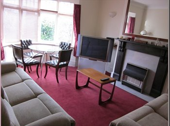 Small Double bedroom available in PG student house