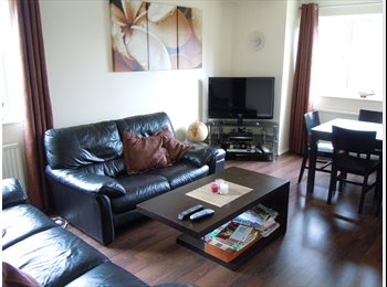 EasyRoommate UK - Single Room Available - Norwood Green, London - £350 pcm