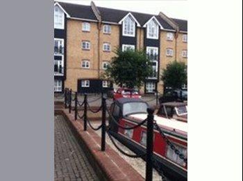 EasyRoommate UK - LARGE DOUBLE  ROOM  AVAILABLE!!! MUST SEE - Apsley, Hemel Hempstead - £610 pcm