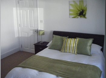 EasyRoommate UK - A beautiful room very close to Poole Town Centre - Poole, Poole - £498 pcm