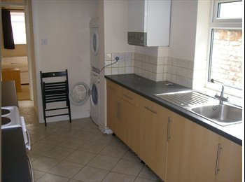 EasyRoommate UK - , Double  room refurbished and furnished - Chester, Chester - £380 pcm